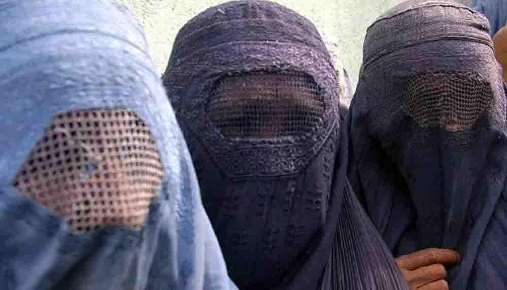 Taliban Sözcüsü: Kadınların burka giyme zorunluluğu olmayacak ancak başörtüsü zorunlu olacak