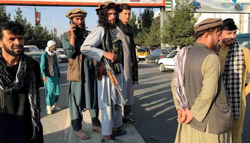 Taliban militanları, Cumhurbaşkanlığı Sarayı'nın spor salonunda