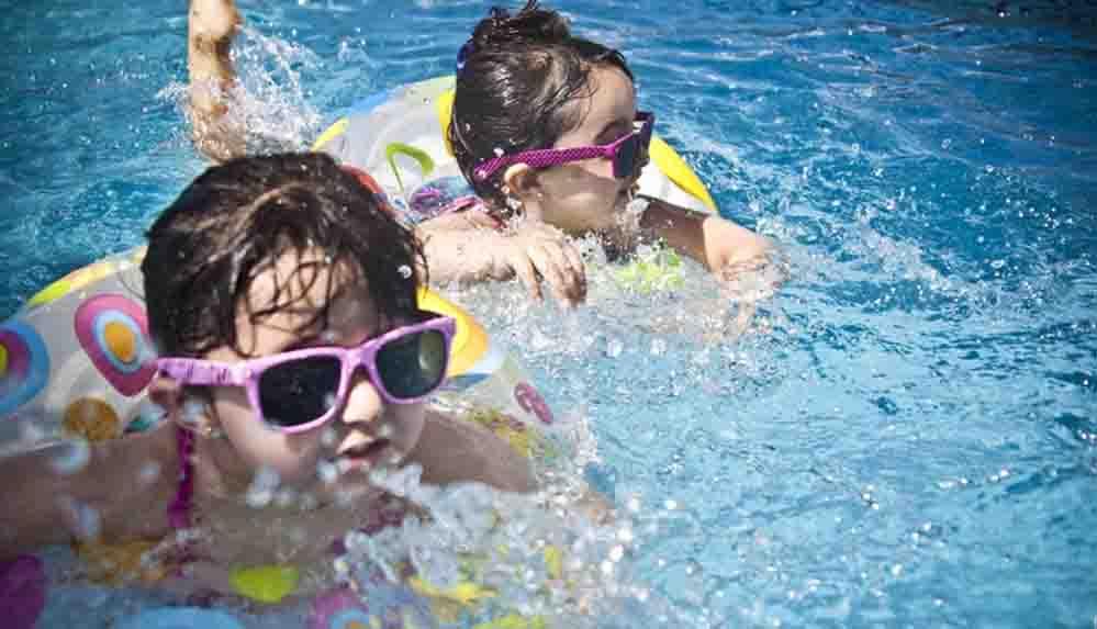 Uzmanı uyardı: El, ayak, ağız hastalığı havuza giren çocuklarda daha sık görülüyor