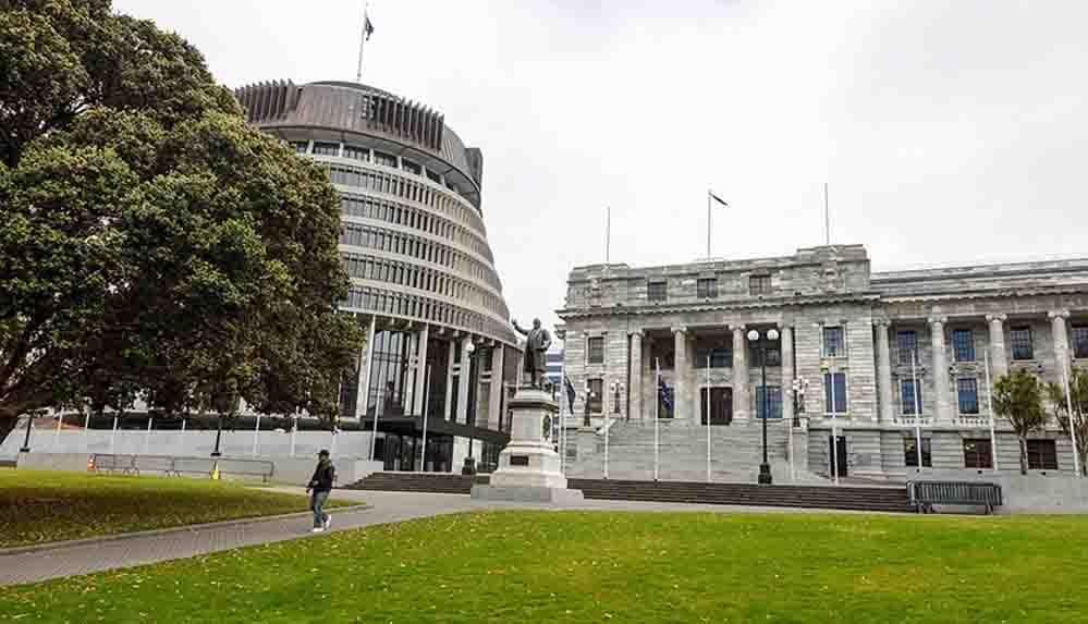 Yeni Zelanda'daki Covid-19 yasakları uzatıldı
