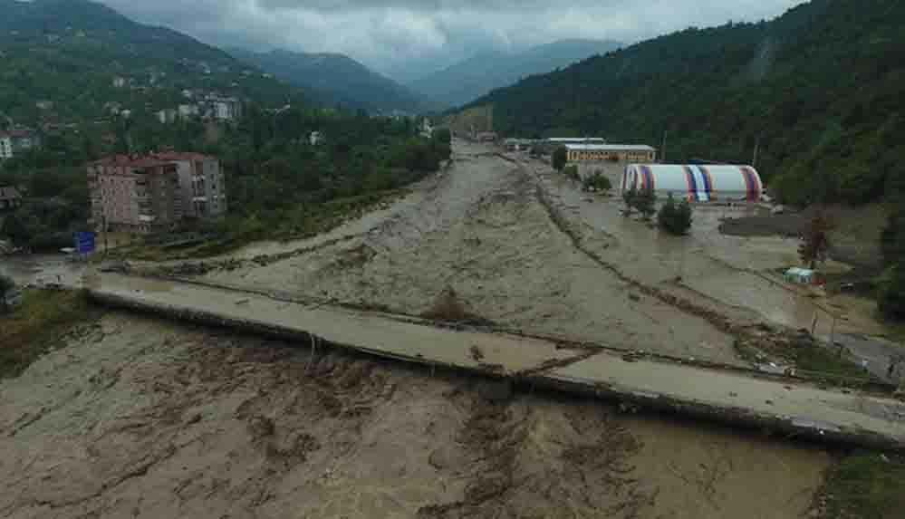 Yeniçağ yazarı Uğuroğlu: Sel gören yerlerde yıllardır AKP'li belediyeler ve onların sel yataklarına verdikleri imar rantları var