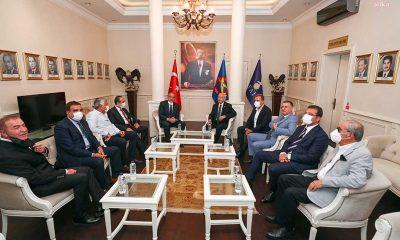 Kılıçdaroğlu, büyükşehir belediye başkanlarıyla birlikte THK'yı ziyaret etti̇