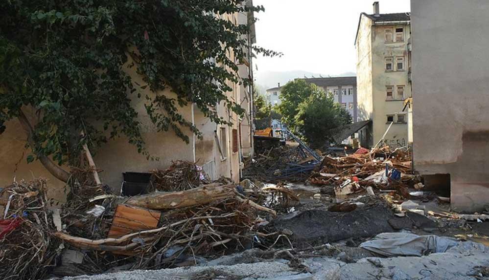 Kastamonu'daki sel felaketinde yıkılan bir binanın müteahhidi adliyeye sevk edildi