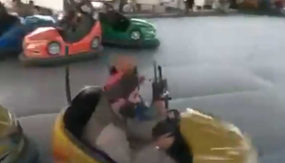 Taliban militanları Kabil'de bir lunaparkta eğlenirken görüntülendi