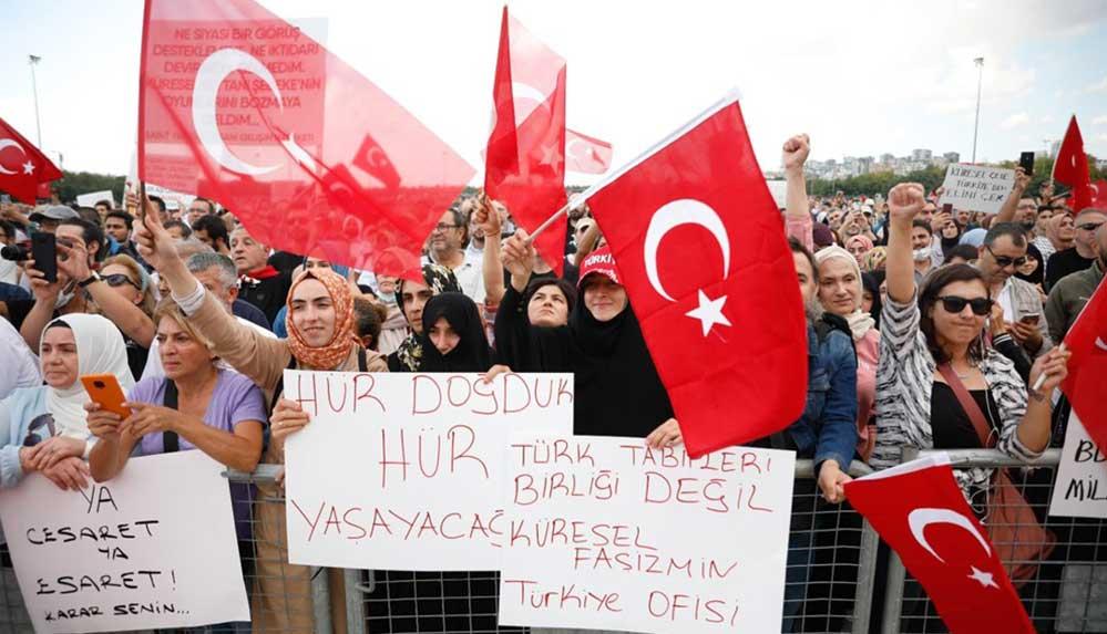 AKP'den aşı karşıtlarının düzenlediği mitinge farklı tepkiler geldi