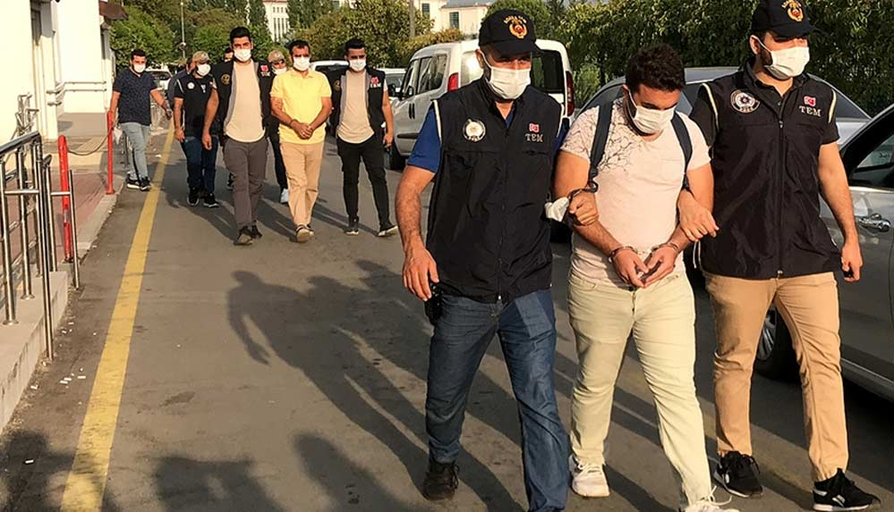 Adana'da FETÖ/PDY'ye yönelik operasyonda 8 şüpheli yakalandı