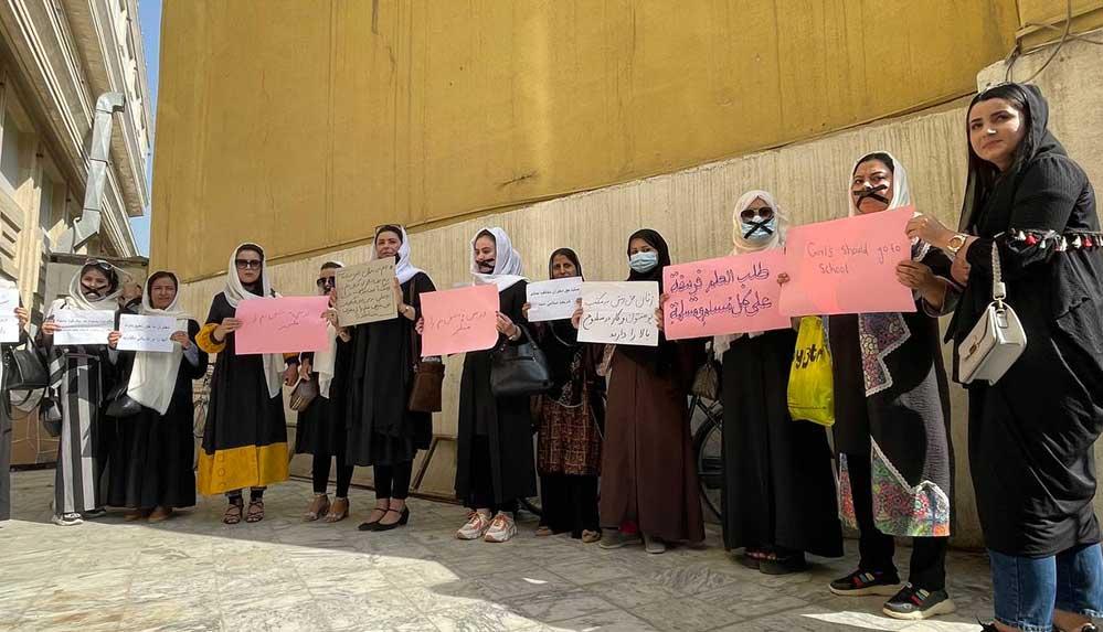 """Afgan kadınları eğitim hakları için """"sessiz protesto"""" düzenledi"""