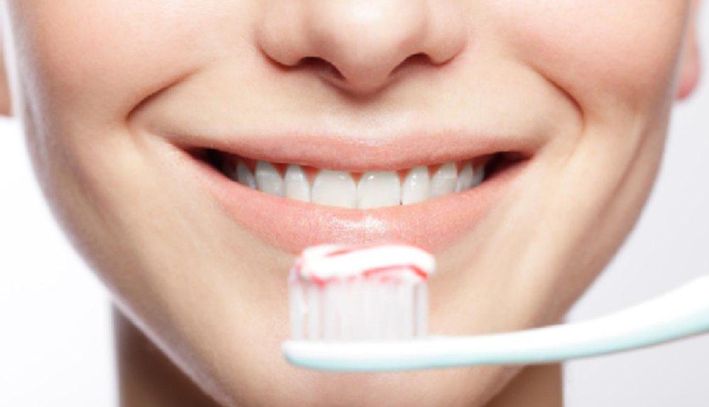 Anne adayının diş sağlığı bebeğin gelişimini de etkiliyor