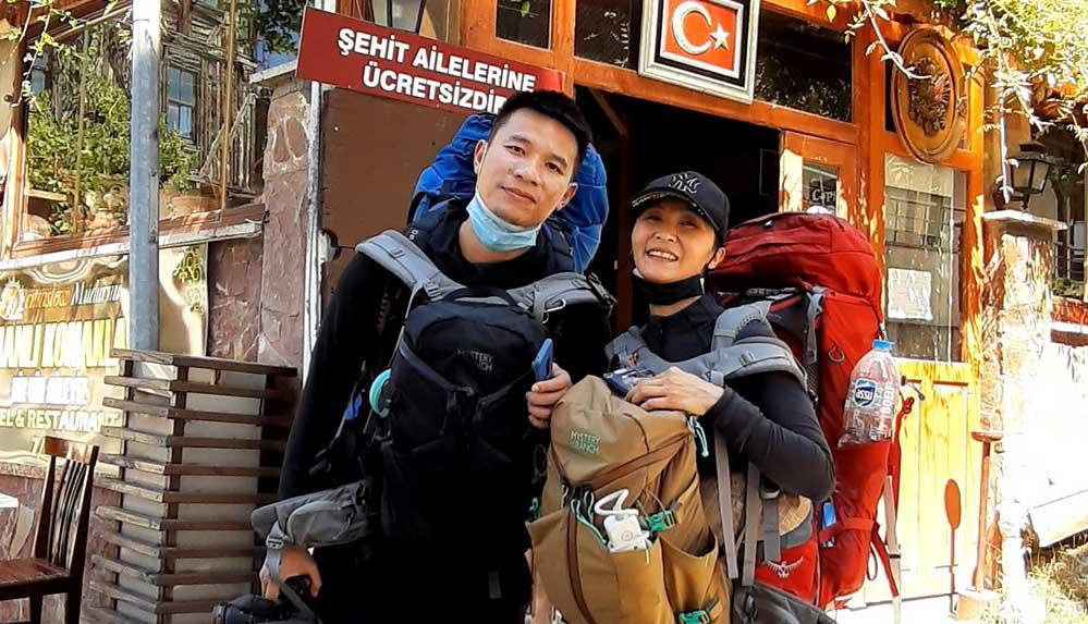 Bisikletle dünya turuna çıkan iki Çinli genç Mudurnu'da