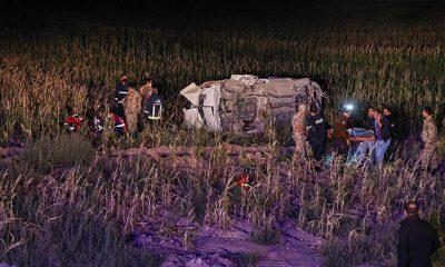 Düzensiz göçmenleri taşıyan araç kaza yaptı: 1 ölü, 15 yaralı