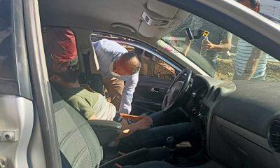 Trafik kazasında yaralanan sürücüye ilk müdahale belediye başkanı tarafından yapıldı