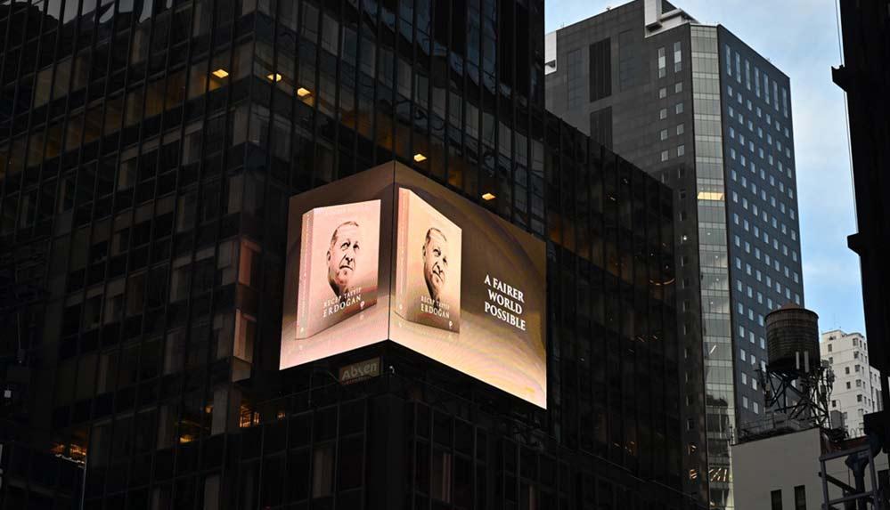 Erdoğan'ın kitabı New York'ta led ekranlarda tanıtıldı