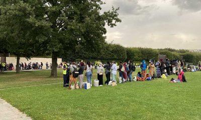 Fransa'da barınma vaadiyle tahliye edilen evsiz göçmenlerin bazıları gözaltı merkezine götürülmüş