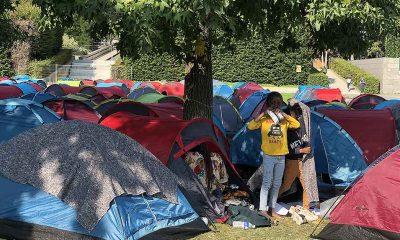 Paris Valiliği önünde çadır kuran göçmenler bekleyişlerinin 4'üncü gününde tahliye edildi