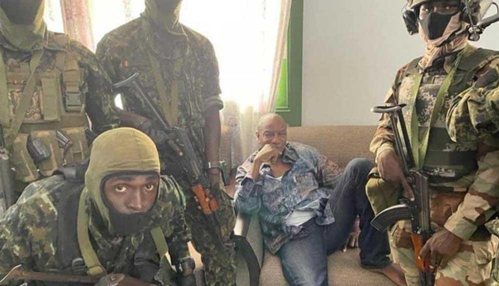 Gine'de askeri darbe: Cumhurbaşkanı alıkonuldu