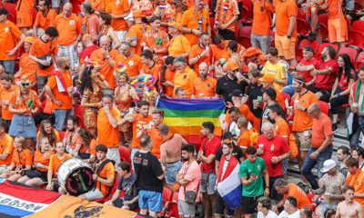 Hollanda takımında 'kadın misafir' skandalı