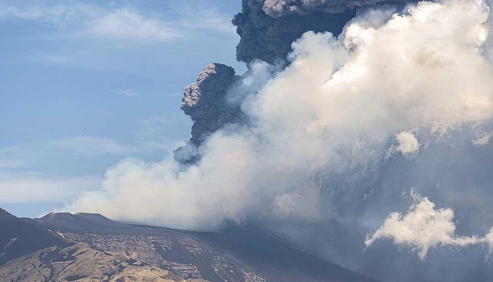 İtalya'da Etna Yanardağı yeniden kül ve lav püskürttü