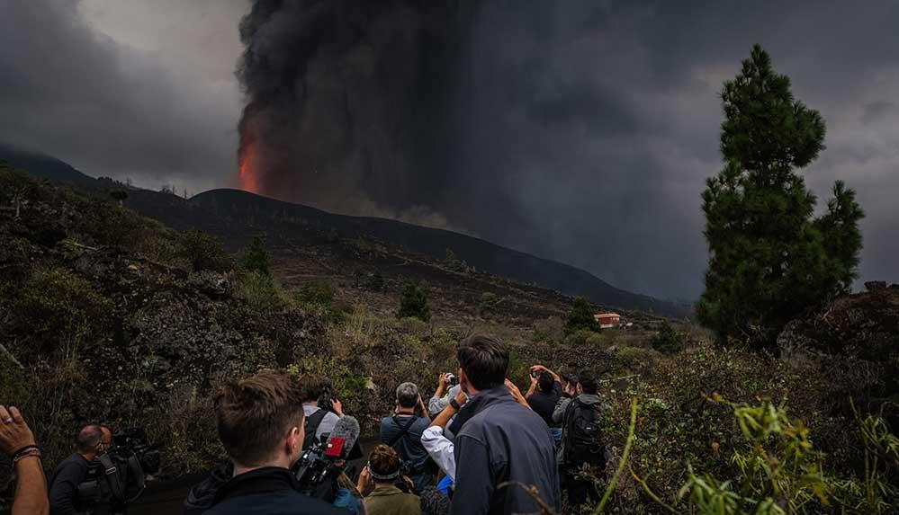 Kanarya Adaları'nda yanardağda patlamaların şiddeti arttı