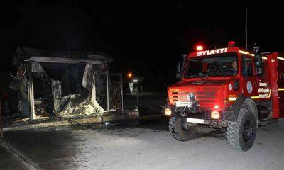Kayseri'de işten çıkarılan kepçe operatörü, iş makinesi ve güvenlik kulübesini yaktı