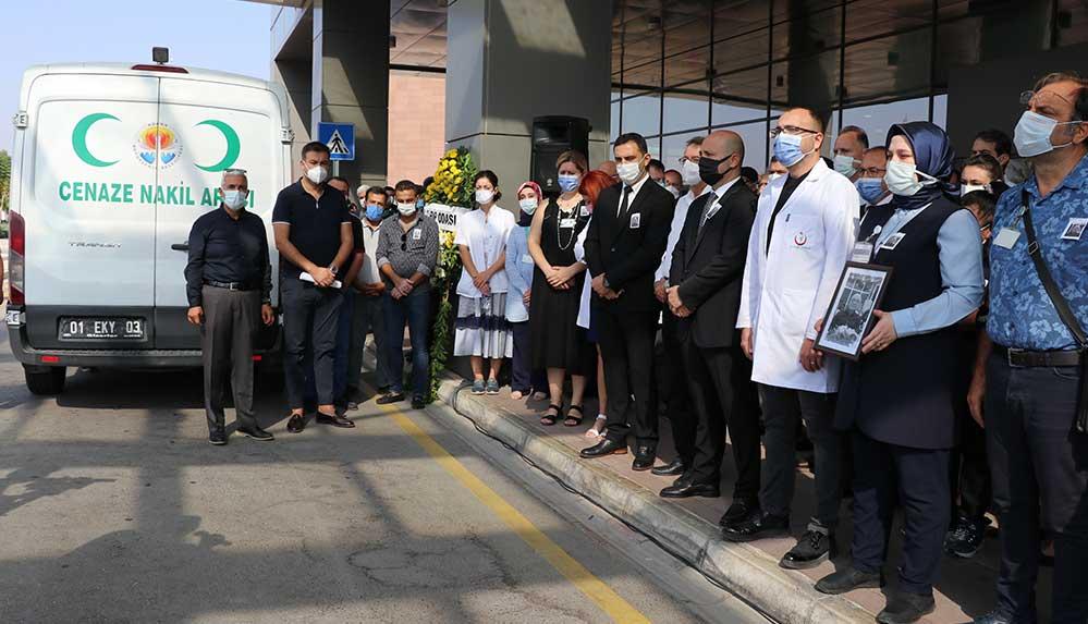 Kovid-19'dan hayatını kaybeden doktor için çalıştığı hastanede tören düzenlendi