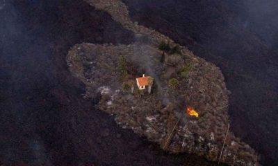 La Palma'da yanardağ patlaması sonrası ayakta kalan 'mucize ev' lav akıntısına yenildi