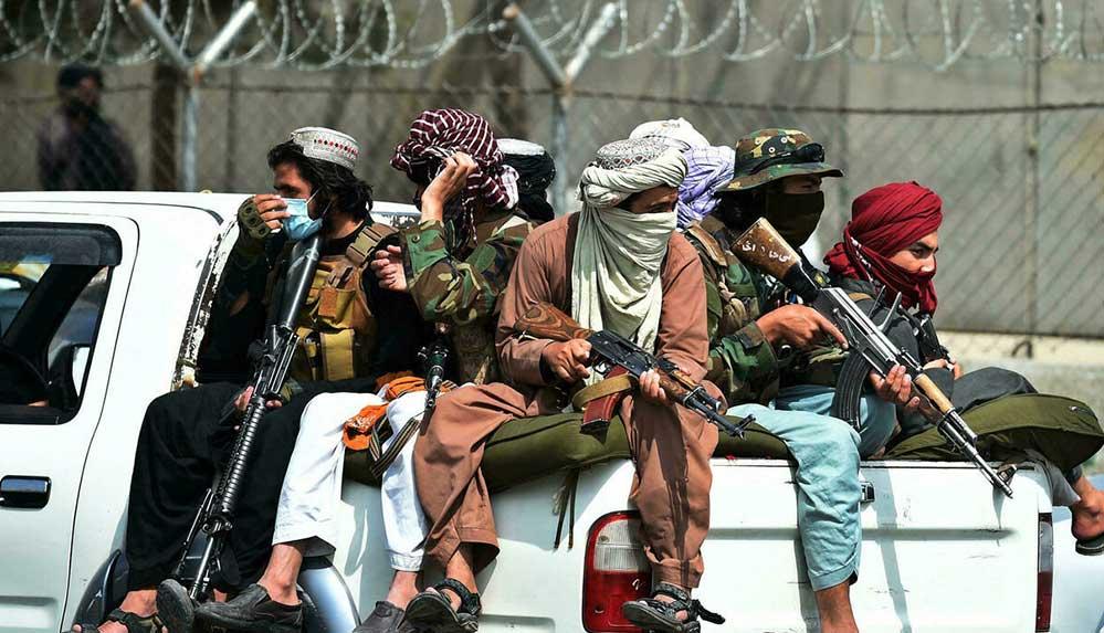 Taliban'ın Mezar-ı Şerif Havalimanı'nda Amerikan vatandaşlarını esir tuttuğu iddia ediliyor