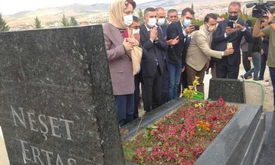 Akşener, Kırşehir'de Neşet Ertaş'ın mezarını da ziyaret etti̇