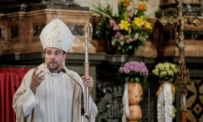 Piskoposun erotik roman yazarına aşık olup istifa ettiği iddia edildi