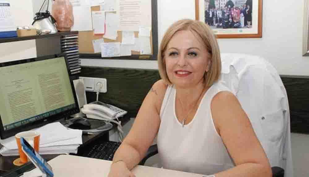 Prof. Dr. Esin Davutoğlu Şenol bu defa kıyafeti nedeniyle gericilerin hedefinde