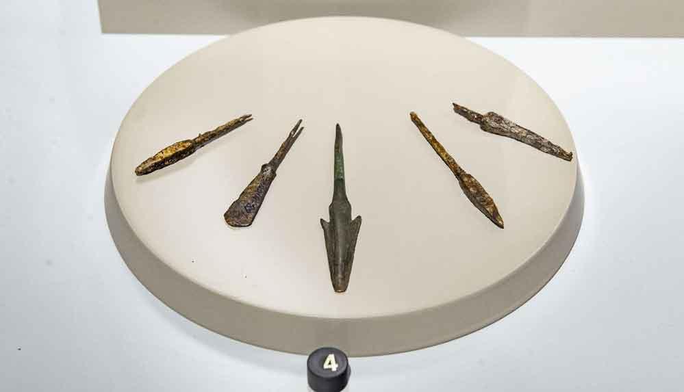"""Pulur Sakyol Höyüğü'nde bulunan """"ok uçları"""" 5 bin yıllık tarihe ışık tutuyor"""
