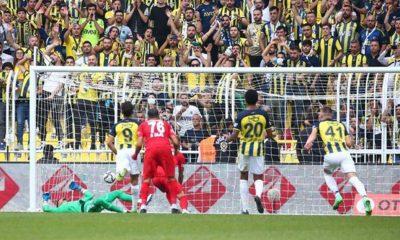 Fenerbahçe Süper Lig'deki ilk puan kaybını Sivasspor karşısında yaşadı