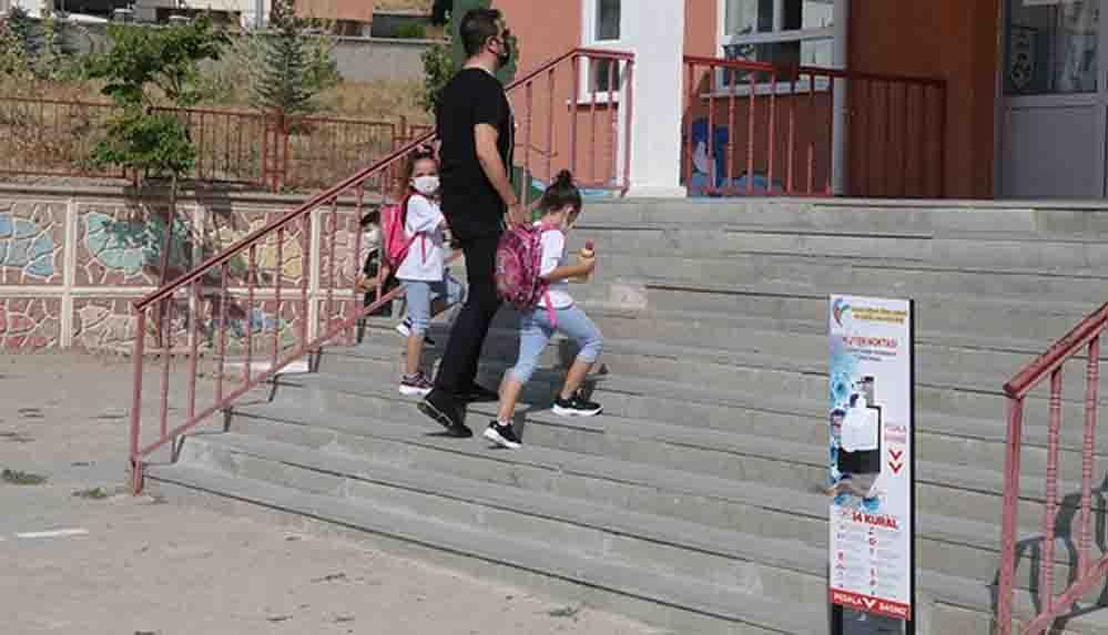 Sivas'ta 4 sınıf Covid-19 karantinasına alındı