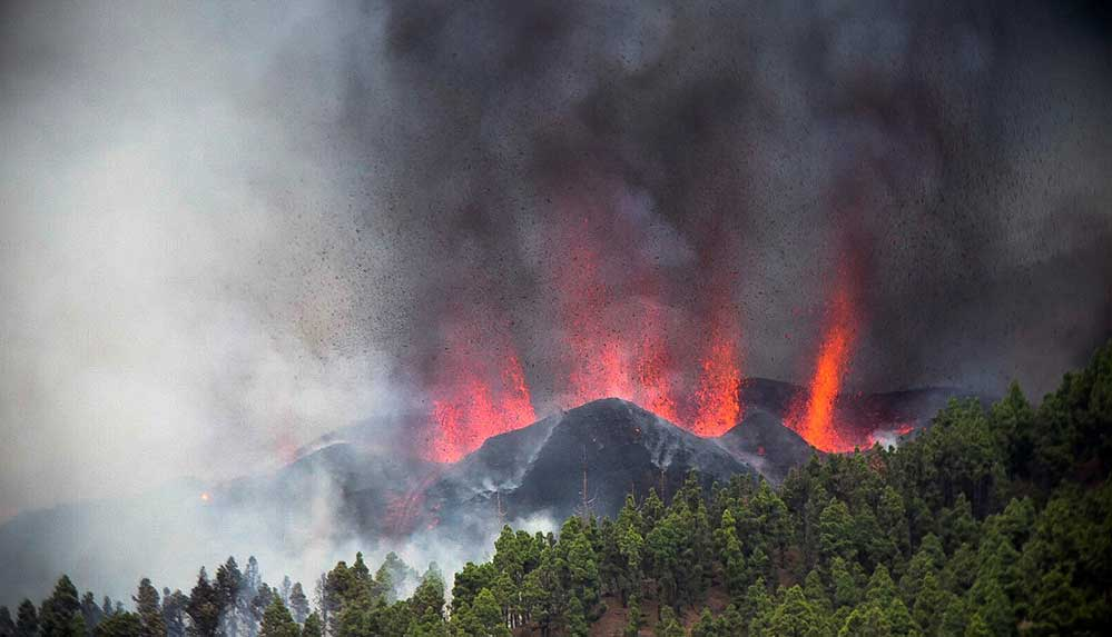 İspanya'nın Kanarya Adaları'ndaki La Palma yanardağı faaliyete geçti