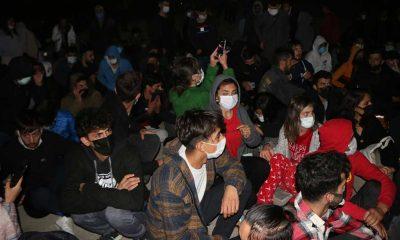 Tunceli'de gece yarısı yurttan çıkarılan öğrenciler protesto yürüyüşü yaptı