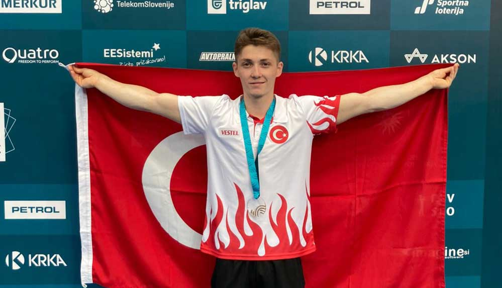 Milli cimnastikçi Sercan Demir, Slovenya'da altın madalya kazandı