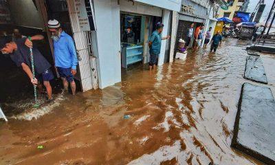 Hindistan'da şiddetli yağışların neden olduğu felaketlerde 17 kişi hayatını kaybetti