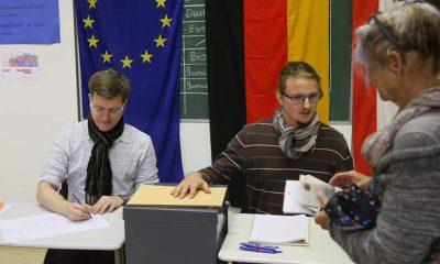 Almanya'daki genel seçimde ilk sandık çıkış anketinde CDU/CSU ile SPD yüzde 25'er oy aldı