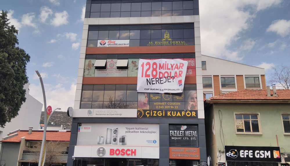 """Burdur'da, """"128 Milyar Dolar Nerede"""" pankartı için kesilen rekor ceza iptal edildi"""