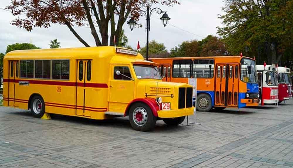 İETT nostaljik otobüsleri sergiliyor