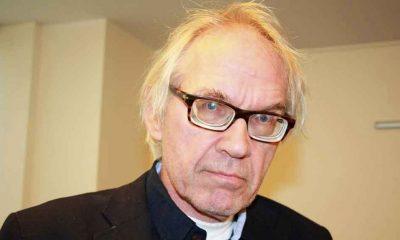 İslam karşıtlığıyla bilinen İsveçli karikatürist Lars Vilks ve iki koruma polisi trafik kazasında öldü