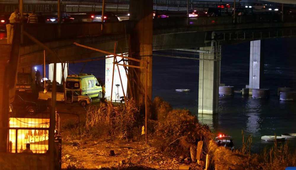 Mısır'da dün Nil Nehri'ne düşen yolcu minibüsü hala bulunamadı