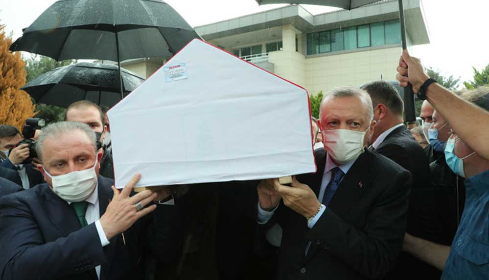 AKP İstanbul Milletvekili İsmet Uçma son yolculuğuna uğurlandı
