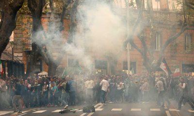 """İtalya'da """"Yeşil Geçiş"""" sertifikasına yönelik protestolar olaylı geçti"""