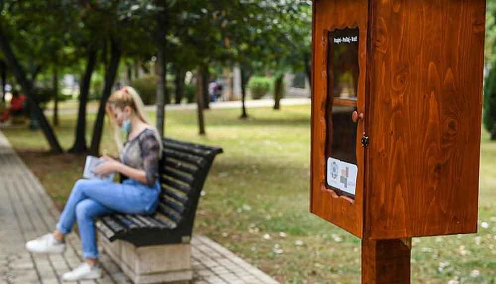 Karadağ'daki parklara seyyar kütüphaneler kuruldu