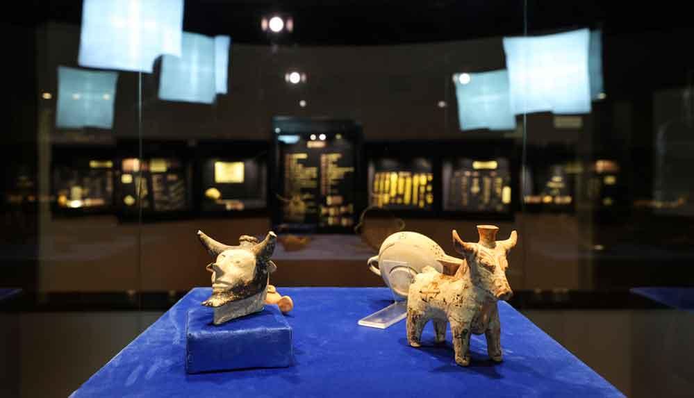 Klazomenai'deki 2 bin 600 yıllık sunu kapları müzede görücüye çıktı