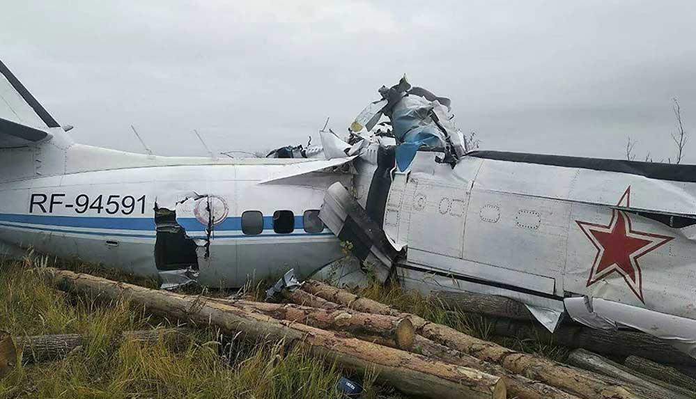 Paraşütçü taşıyan uçak düştü, 16 kişi hayatını kaybetti