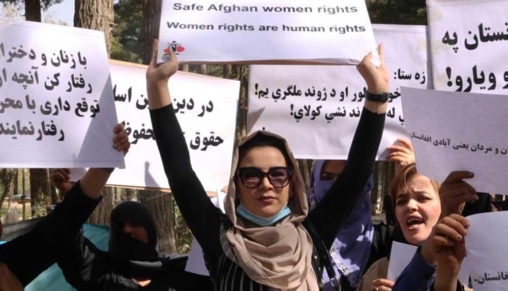 Afgan kadınlar kısıtlanan eğitim ve çalışma hakları için Kabil'de protesto düzenledi