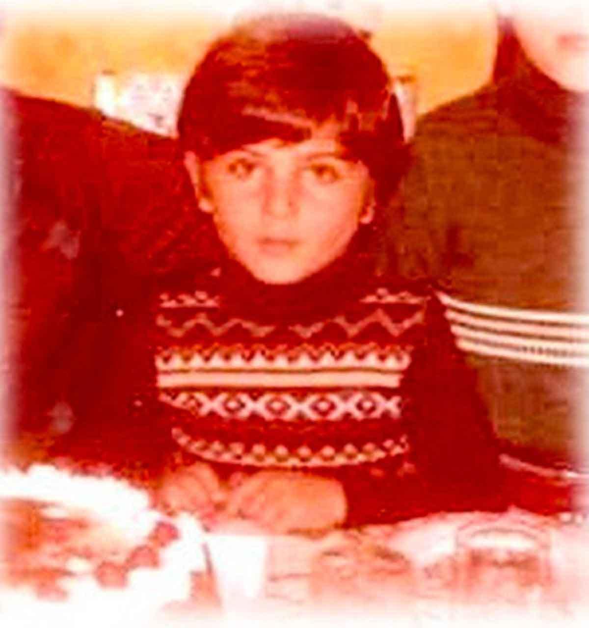 Tarkan'dan nostaljik paylaşım: 'Çocukluğumdan bir doğum günü fotoğrafı'
