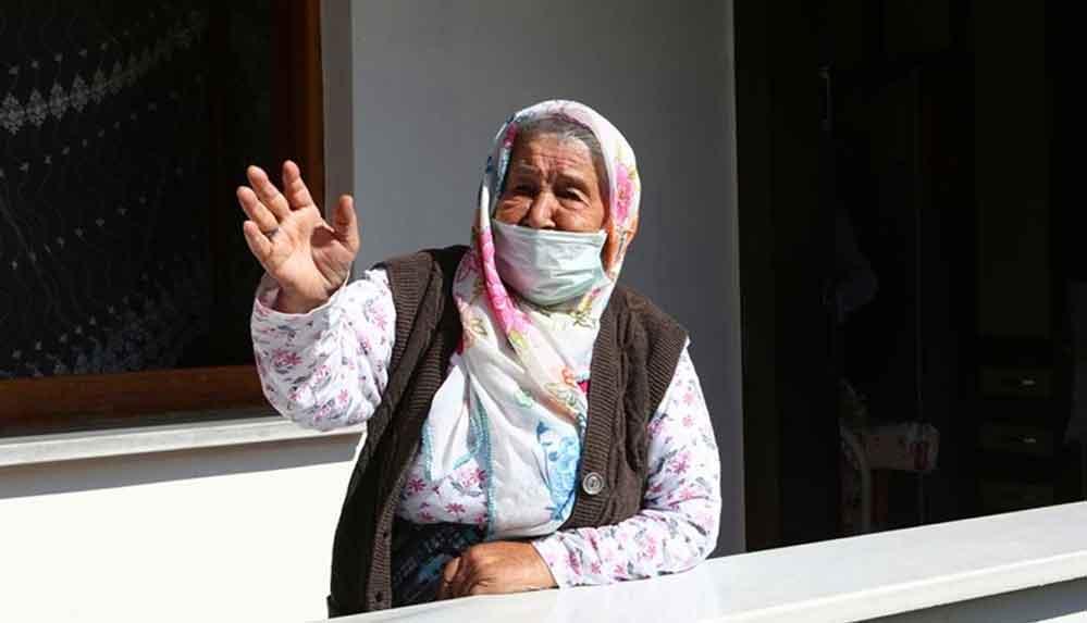 Trabzon'da 106 yaşında Kovid-19'u yenen Nuriye Özkan'dan aşı çağrısı