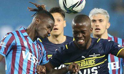Trabzonspor, Fenerbahçe'yi yenerek zirveye yerleşti